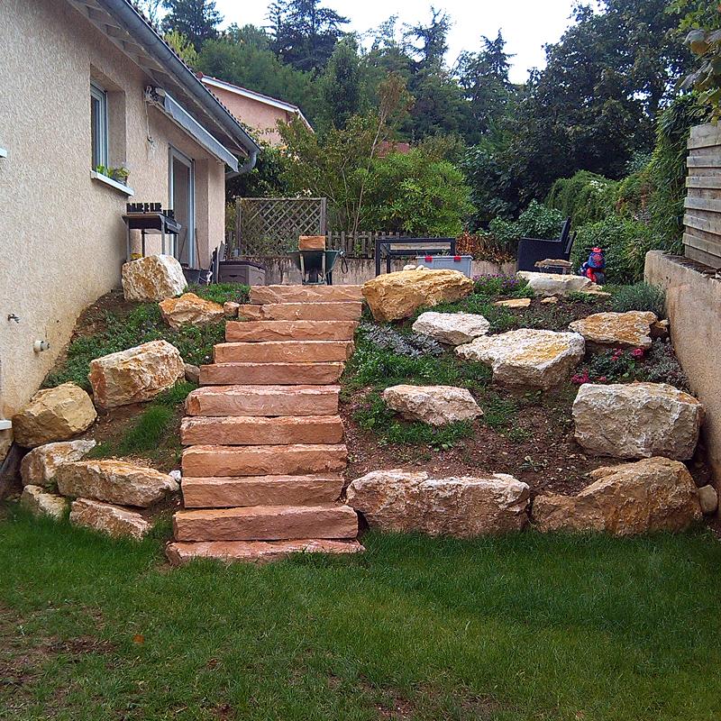 Enrochements pour retenir la terre dulac paysagiste for Escalier en terre